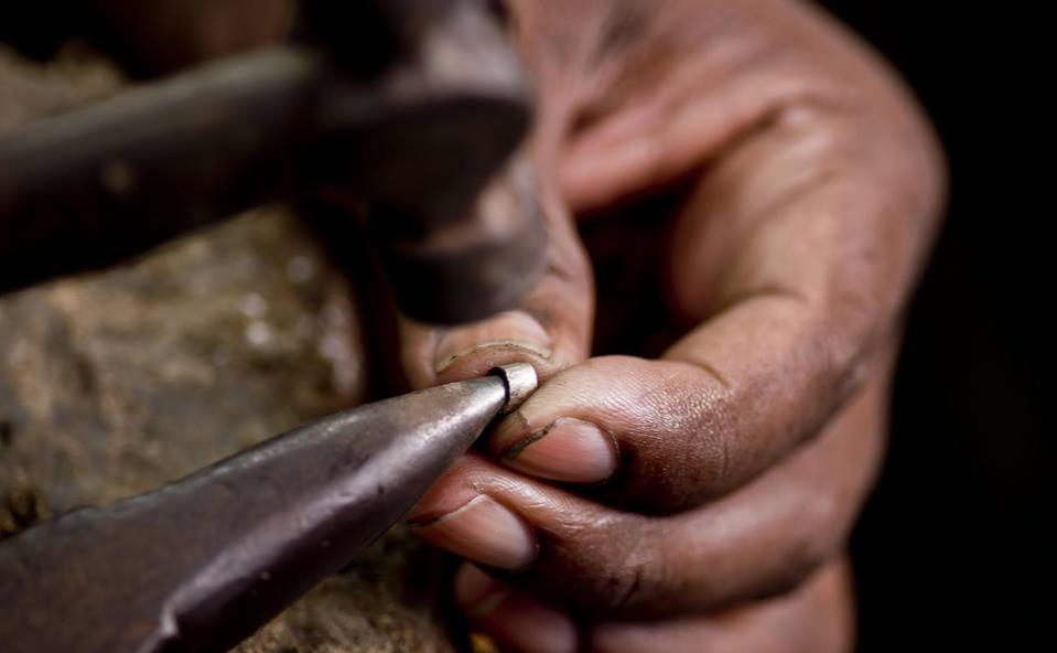 The artisans at Sumuduni Gems
