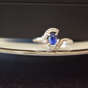 simple blue sapphire ring