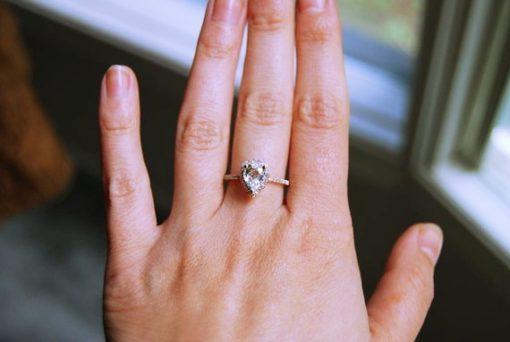 pear shaped diamond ring rose gold