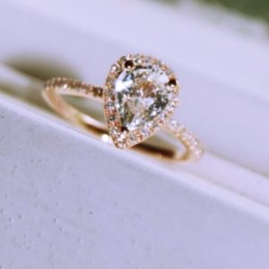 pear shaped engagement rings with wedding bands